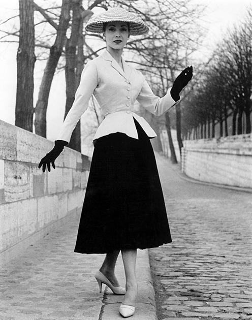 Модель коллекции new look модного дома Dior, 1947 год