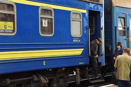 Украинцы стали реже ездить в Россию
