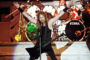 Джеймс Хэдфилд из группы «Metallica» во время выступления на рок-фестивале «Монстры рока»