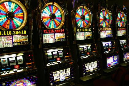 Родители увлеклись азартной игрой и едва не лишились машины и ребенка