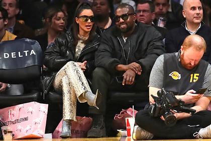 Неуместный внешний вид Ким Кардашьян на спортивном матче высмеяли в сети