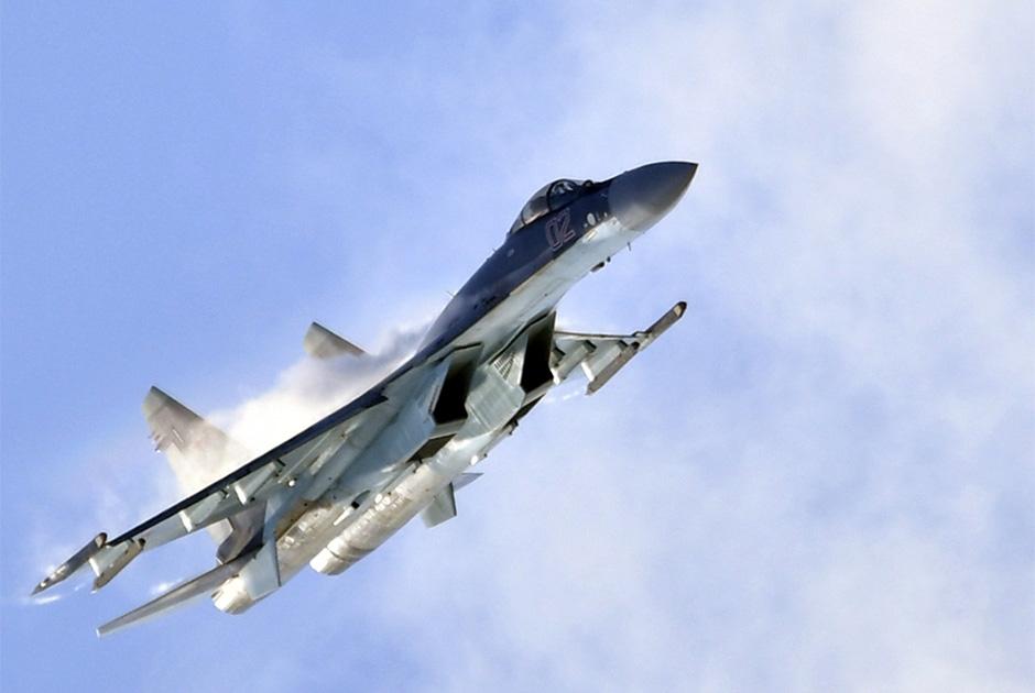 В 2020 году ВКС ожидают 20 истребителей поколения 4++ Су-35С. Данная модификация самолета получит ряд элементов, присущих истребителю пятого поколения. Речь идет, в частности, о современной авионике и радиолокационной станции (РЛС) с фазированной антенной решеткой, увеличивающей дальность обнаружения и число одновременно отслеживаемых целей.