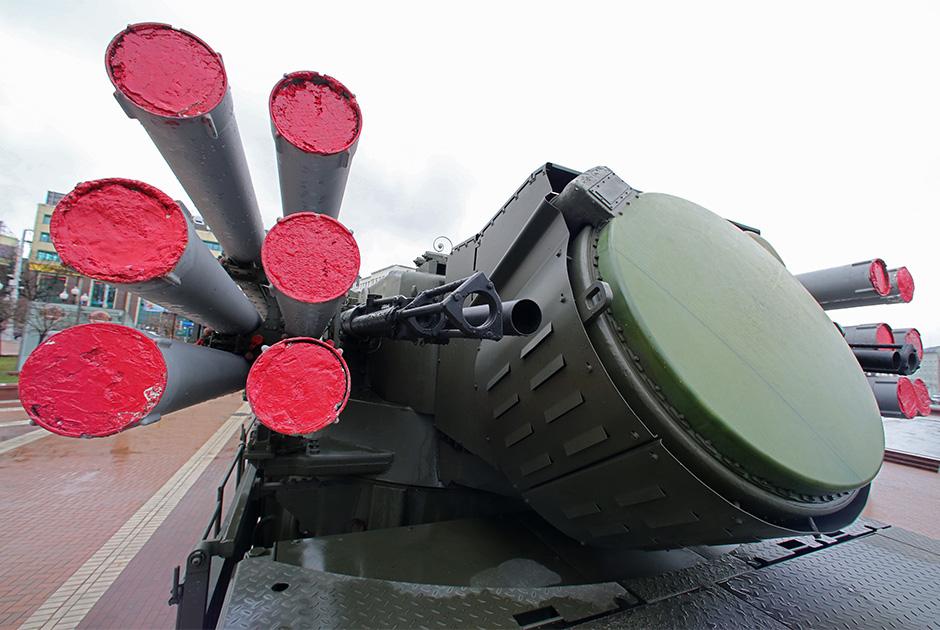 В 2020 году части ПВО ВКС получат шесть дивизионных комплектов зенитного ракетно-пушечного комплекса (ЗРПК) «Панцирь». Кроме того, продолжится поступление на вооружение зенитных ракетных систем (ЗРС) С-400 «Триумф». Всего ожидается поставка четырех полковых комплектов таких ЗРС.