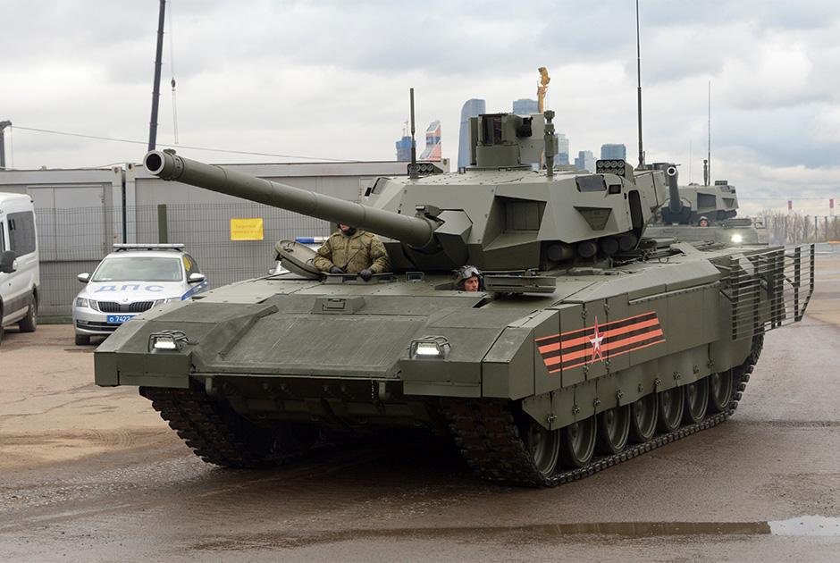 В 2020 году российская армия должна получить первую опытно-промышленную партию танков Т-14 «Армата». Это означает, что говорить о принятии на вооружение основного боевого танка, отличающегося необитаемой башней и заявленной способностью действовать в условиях сетецентрической войны, пока не приходится. Нельзя исключать, что после опытно-промышленной эксплуатации Т-14 «Армата» будет доработан, причем существенно.