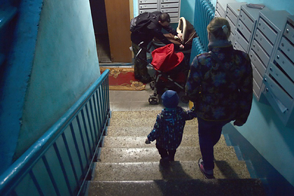 Российская пенсионерка разругалась с семьей и ушла жить в подъезд