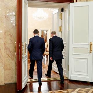 Владимир Путин и  Дмитрий Медведев