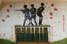 Бункер в городе Таоюань был расписан военными. Фраза на стене переводится как «оружие — вторая жизнь солдата».