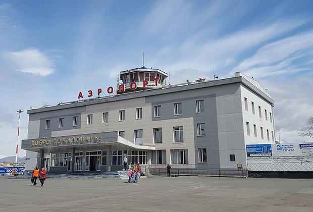 31 мая 2019 года аэропорту Елизово в городе Петропавловск-Камчатский присвоили имя мореплавателя. Авиагавань обеспечивает регулярное авиасообщение Камчатского края с городами России, а также обслуживает международные чартерные рейсы.