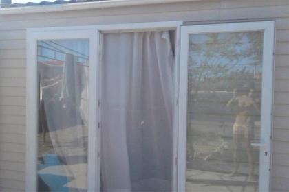 Мужчина хвастался домом и случайно прислал семье откровенный снимок
