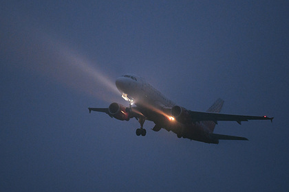 Россиянка рассказала о побелевших во время разгерметизации самолета стюардессах