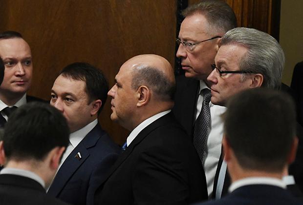 Кандидат на пост премьер-министра Михаил Мишустин (в центре) перед встречей с членами фракции «Единая Россия» в Госдуме
