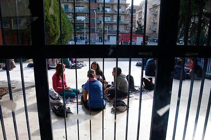 Школьников в Риме поделили на бедных и богатых