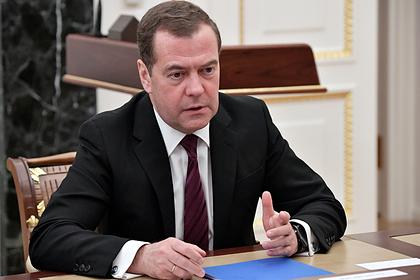Медведев прямо перед отставкой потратил 127 миллиардов рублей