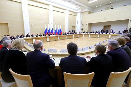 Путин пообещал не менять две самые важные главы Конституции