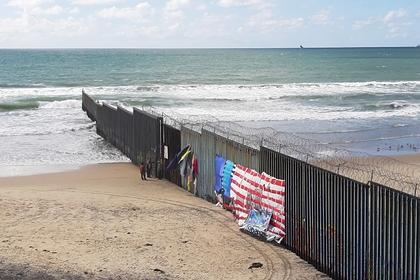 У Пентагона попросили денег для строительства стены на границе с Мексикой
