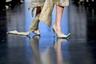 Одна из коллекций бренда Neo Fashion, очевидно, навеяна восточными сюжетами. А золотая парча и остроносые туфли в тон на модели напоминают знакомую с детства сказку про Аладдина.