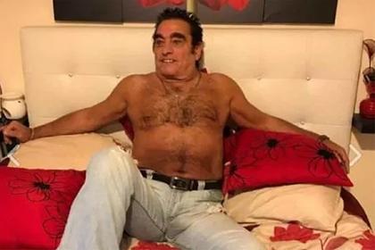 Пенсионер снялся в дерзких позах ради продажи джинсов и прославился