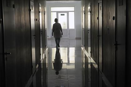 Забеременевшая от 10-летнего россиянина семиклассница попала в больницу