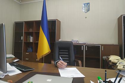 Украинский министр залез под стол в знак поддержки премьера