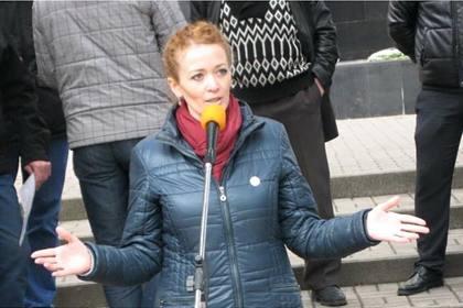 Российские борцы с экстремизмом месяцами тайно снимали активистку в ее спальне