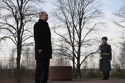 Путин посетил посвященную войне трехмерную панораму в Петербурге