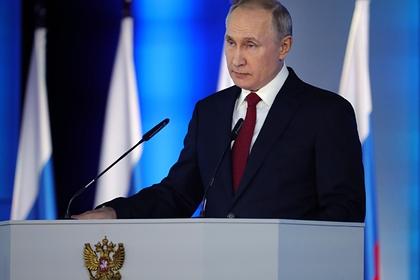 Путин назвал моральными уродами выступающих против поддержки семей с детьми