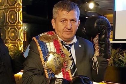 Отец Нурмагомедова признался в любви к «Спартаку» и вызвал споры среди фанатов