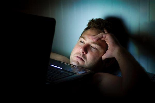 Image result for Названы самые вредные для сна привычки