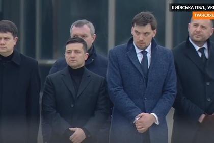 Зеленский встретил самолет с телами погибших в авиакатастрофе над Ираном