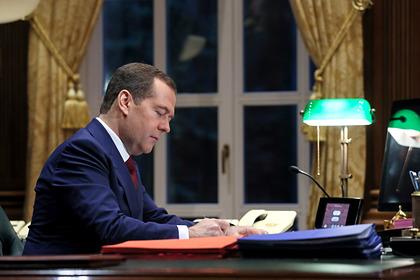 Медведев назвал причины отставки своего правительства