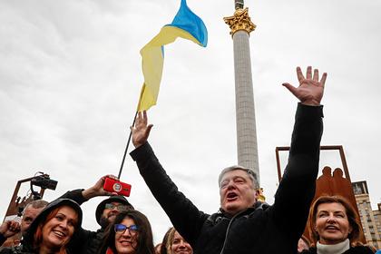 Порошенко понадеялся на святую воду в изгнании врага из Украины