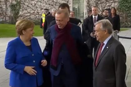 Эрдоган встретился с Меркель и решил раздеться