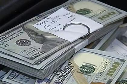 Мужчина нашел в подержанном диване тайник с деньгами и вернул их владельцу