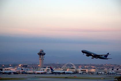 Пилоты объяснили необходимость выключать свет в самолете при взлете и посадке