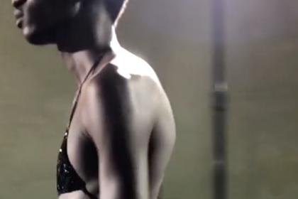 Дизайнер отправил на подиум мужчин в бикини