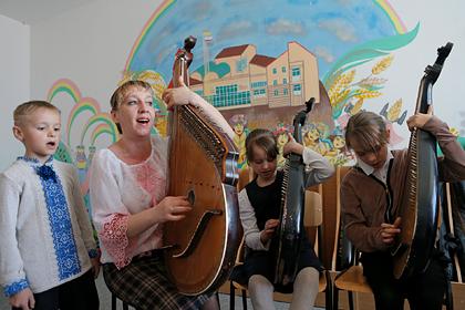 Учителей русскоязычных школ Украины обучат украинскому