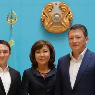 Динара Кулибаева с мужем и сыном ( фото 2015 г.)
