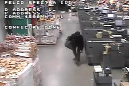 Продавцы обвинили «прячущегося в потолке вора» в краже ликера на тысячи долларов