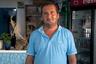 Тамаз Теношвили родом из Кварельского района Грузии, в Грецию приехал в 1993 году с беременной женой, спасаясь от войны и нищеты. Он думал пересидеть здесь и вернуться домой, однако в итоге остался нелегально, обосновавшись на острове Халки — подальше от властей.