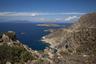 С одной из возвышенностей острова Тилос открывается вид на необитаемый остров Гайдарос, острова Нисирос (слева на горизонте) и Кос (на горизонте справа).
