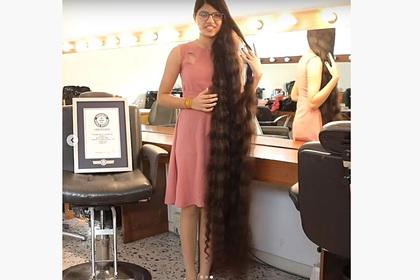 Подросток с самыми длинными волосами в мире рассказала о ежедневных трудностях