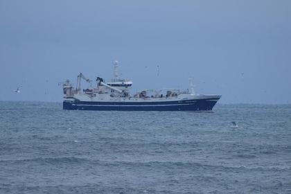 В Охотском море потерпел бедствие российский рыболовный траулер