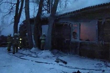 Названа возможная причина крупного пожара в томском поселке