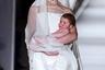 В начале нулевых на весенне-зимнем показе Jean-Paul Gaultier дефилировала совсем юная девушка. 17-летняя школьница Жакетта Уилер, в дальнейшем построившая блестящую карьеру модели, а затем и политика, предстала в образе невесты с младенцем на руках.
