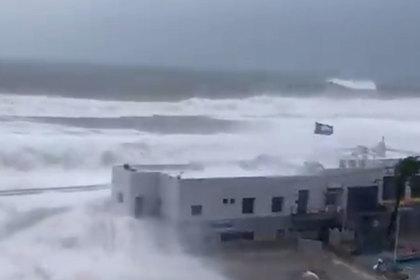 Последствия смертоносного шторма на популярном курорте показали на видео
