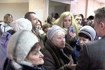 Десятки возмущенных россиян ворвались в городскую администрацию
