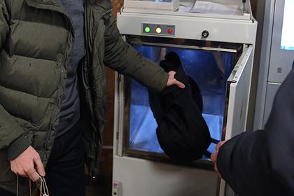 Россиянин попал под арест за отказ положить сумку в рентген-аппарат в метро