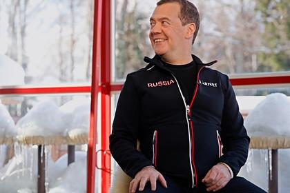 Медведев поздравил новое правительство