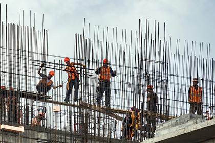 Трое рабочих сорвались в шахту лифта в российском городе