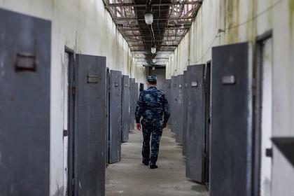 На теле покончившего с собой российского арестанта нашли следы побоев